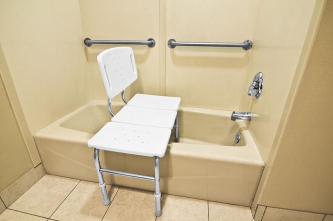 Łazienka dla niepełnosprawnych - zasady projektowania, wymagania prawne i funkcjonalne